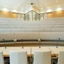 Een belangrijke voorwaarde was de bouw van een auditorium, uitgerust met de nieuwste technologie.